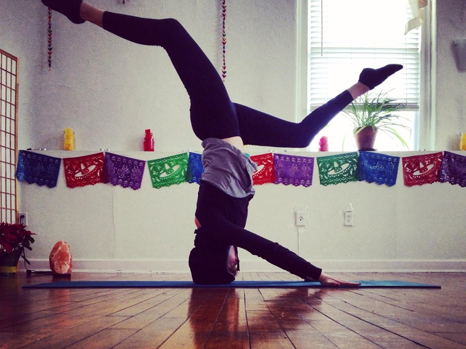 Lauren Leduc Headstand